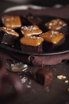Carrés fondants chocolat / caramel / fleur de sel