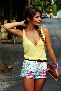 I love the combo of yellow top and colourful shorts!