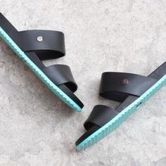 S10190-011_AmorShoes-Igor-Shoes-Dark-Havana-Chancla-doble-tira-goma-mujer-color-negro-verde-agua-aguamarina-black-mint-s10190-011