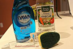 shower and tub cleaner, cleaning tips, Mix half liquid dish detergent with half vinegar in dishwashing wand Green Cleaning, House Cleaning Tips, Spring Cleaning, Cleaning Hacks, Cleaning Solutions, Cleaning Supplies, Cleaning Recipes, Cleaning Items, Diy Cleaners
