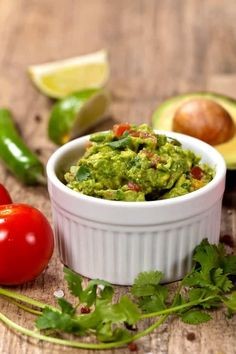 Here's an easy, healthy, delicious homemade guacamole recipe from the Weight Watchers New Complete Cookbook Weight Watchers Guacamole Recipe, Guacamole Recipe Easy, How To Make Guacamole, Weight Watchers Snacks, Homemade Guacamole, Guacamole Dip, Weigh Watchers, Low Calorie Recipes, Ww Recipes