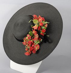 1930's dramatic black cartwheel hat with removable flowers (back wiew) | It has an extra wide brim, shallow crown and is trimmed with a black velvet corded ribbon