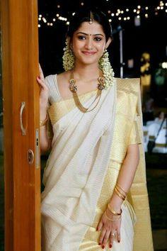 A beautiful bride in kerala saree ! #simple #elegance !