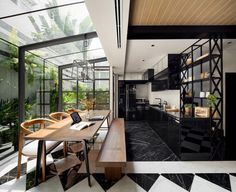 Located in the Ladprao neighbourhood in the northern part of Bangkok, Thailand, where housing prices are about half of those in the downtown area, the Flower Cage House enjoys a quieter residential scene but is connected to downtown by sky train in less than 30 minutes. The owner, a local actor and DJ, wanted to …