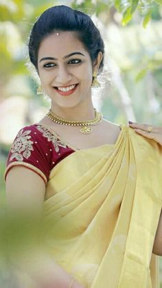 Beautiful Girl Indian, Beautiful Girl Image, Beautiful Eyes, Beautiful Women, Indian Actress Photos, Indian Actresses, Indian Beauty Saree, Cute Faces, Photo Studio