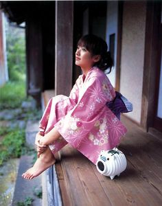 浴衣 [ yukata ] She looks so peaceful.