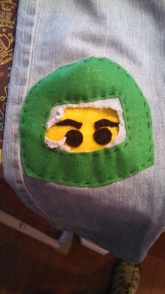 a Ninjago knee patch Sewing Projects For Kids, Sewing For Kids, Diy For Kids, Sewing Clothes, Diy Clothes, Sewing Hacks, Sewing Crafts, Diy Vetement, Make Do And Mend