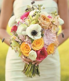Toronto flower shop with fresh flowers, floral arrangements and green plants for any occasion: birthday, anniversary, weddings, corporate flowers and sympathy flowers.