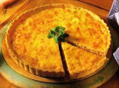 Receita de Quiche Lorraine - farinha de trigo, manteiga , água, sal, ovo, bacon , queijo ralado, creme de leite , noz-moscada, pimenta do reino em grao