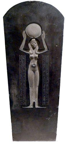 Couvercle du sarcophage de Djedhor. Déesse Nout avec le disque solaire.