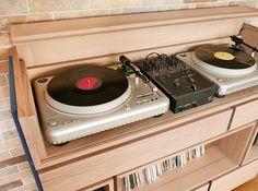 Romain - turntable DJ cabinet - Walnut wood & steel