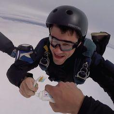 Tirarse de un paracaídas no es excusa para no lavarse los dientes. :)  Smile Acapulco, ¡clínica dental de altura!