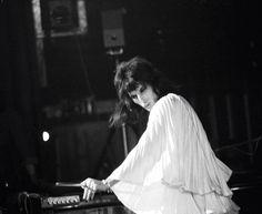Freddie Mercury on stage in early Freddie Mercury – Zdjęcia: – Queen Poland Mary Austin Freddie Mercury, Freddie Mercury Quotes, Queen Freddie Mercury, Discografia Queen, Queen Band, White Queen, Freedie Mercury, Martina Mcbride, Queen Photos
