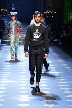 Dolce&Gabbana Fall/Winter 2017/18 Men's Fashion Show. #DGPrinces #DGfw18 #mfw #DGMillennials #realpeople