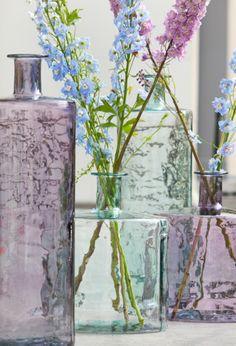 Met deze vrolijke vazen kun je eindeloos variëren, voor iedere keer een andere sfeer.