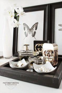 Una bandeja y un perfume para decorar tu mesita de noche | Decorar tu casa es facilisimo.com