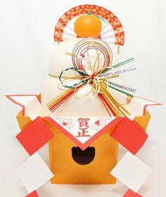 The New Year holiday was originally a festival of worship for 'toshigami' Japanese Rice Cake, Temple Bells, Japanese New Year, All About Japan, New Year Holidays, Rice Cakes, Mochi, New Year Gifts, Things To Know