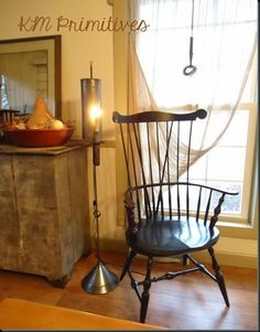 Windsor chair - Thought a couple of these might look nice along with teh chair you get for yourself with a cute coffee table with cute decor on top of it. You could even make cushions for these chairs that coordinte with other things in your place. Prim Decor, Primitive Decor, Primitive Country, Rustic Decor, Primitive Living Room, Primitive Homes, Colonial Furniture, Primitive Furniture, Colonial Decorating