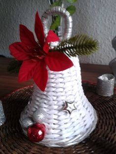 Weihnachtsglocke handmade by Rosi Christ Paper Weaving, Weaving Art, Sun Paper, Paper Art, Chrismas Cards, Christmas Tag, Paper Bag Crafts, Diy And Crafts, Arts And Crafts