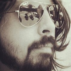 Dave Grohl - musical genius, not bad to look at:) Foo Fighters Dave Grohl, Foo Fighters Nirvana, Rockabilly, Beautiful Men, Beautiful People, Amazing People, Beautiful Things, Beautiful Pictures, There Goes My Hero