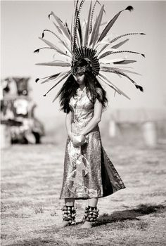 pinned from someone else's board w/same name. :0) Beautiful Aztec Dancer. S)