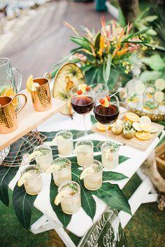 A Classy Tropical Themed Wedding Inspiration Shoot - Tischdeko - Tropical Wedding Reception, Hawaii Wedding, Wedding Reception Decorations, Wedding Themes, Wedding Centerpieces, Wedding Ideas, Wedding Blog, Wedding Favors, Tropical Weddings