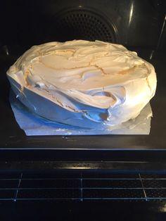 It's the dessert recipe that Wow does! And still, that's the way it is … Es ist das Dessert-Rezept, das Wow tut! Meringue Pavlova, Meringue Pie, Macarons, Chefs, Chocolate And Vanilla Cake, Cookie Recipes, Dessert Recipes, Desserts With Biscuits, Bakewell Tart