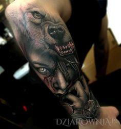 Tatuaż dziewczyna i niedzwiedz - postacie, realistyczne, zwierzęta, na przedramieniu, dla mężczyzn