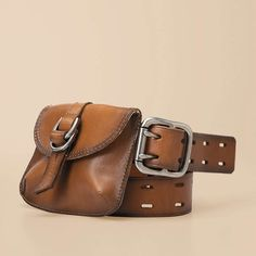 belt bag - Bringin back the fannie pack. Or at least making it look cool. Leather Belt Bag, Leather Purses, Belt Pouch, Tool Pouch, Belt Bags, Fossil Watches, Hip Bag, Leather Projects, Clutch