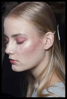 How To Find The Perfect Blusher Whatever Your Skin Tone- ellemag Homemade Blush, Face Scrub Homemade, Blusher Makeup, Hair Makeup, Lisa Eldridge, Tanning Cream, Skin Firming, Skin Treatments, Beauty Hacks