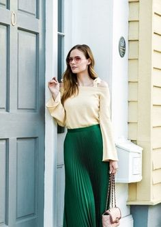 green pleated skirt and off the shoulder sweater with pink sunglasses Yellow Pleated Skirt, Pleated Skirt Outfit, Yellow Dress, Dress Skirt, Midi Skirt, Pleated Skirts, How To Look Classy, Skirt Fashion, Fashion Outfits