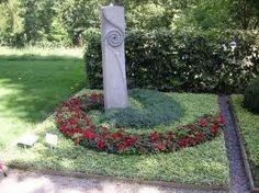 Bildergebnis für mustergräber                                                                                                                                                                                 Mehr Funeral Planning, Cemetery Art, Fountain, Stone, Floral, Outdoor Decor, Flowers, Pictures, Design