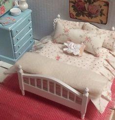 Sale-Miniature Dollhouse Bedding Shabby style von RibbonwoodCottage