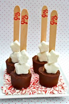 """Hot Chocolate Spoons (use silicone baby food mold, wooden spoons, and chocolate mixture -recipe included).stamp wooden stick with word """"joy"""" Christmas Desserts, Christmas Treats, Christmas Baking, Holiday Treats, Holiday Recipes, Diy Christmas, Holiday Parties, Chocolate Sticks, Chocolate Spoons"""