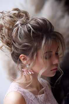 Wedding Updos Ultimate Guide - Most Trendy Ideas For 2020 ❤ wedding updos textured curly high updo with loose curls hair_vera Loose Curls Hairstyles, Formal Hairstyles For Long Hair, Wedding Hairstyles For Long Hair, Bride Hairstyles, Down Hairstyles, Simple Hairstyles, Hairstyle Men, Updo With Curls, Bride Hair Updo With Veil