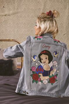 Disney themed clothes are the best! Snow White embroidered denim jacket Source by rags_com clothes Painted Denim Jacket, Painted Jeans, Painted Clothes, Disneyland Outfits, Disney Outfits, Cute Outfits, Disney Shirts, Dress For Success, Disney Style