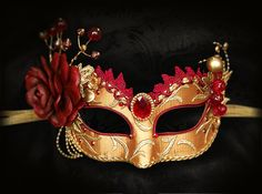 Burgundy Red And Gold Masquerade Mask Venetian Style di SOFFITTA