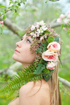 Photo by Munro Photography///Headpiece by Park Place Design