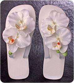 Cute beach wedding flip flops!