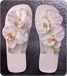Cute beach wedding flip flops!