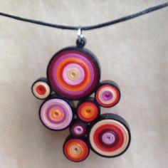 Boucles d'oreille et collier en quilling, papier roulé  : Parure par dibavalem