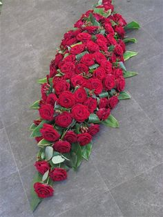 Red Rose Casket Spray Funeral Spray Flowers, Funeral Sprays, Remembrance Flowers, Memorial Flowers, Garland Wedding, Wedding Flowers, Casket Flowers, Funeral Caskets, Casket Sprays