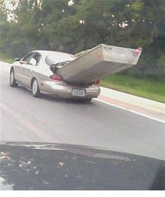 Who needs a boat trailer when you have the trunk? Funny Couple Pictures, Funny Photos, Sailing Pictures, Construction Fails, Boat Humor, Redneck Humor, Boat Trailer, Chicken Humor, Funny Comments