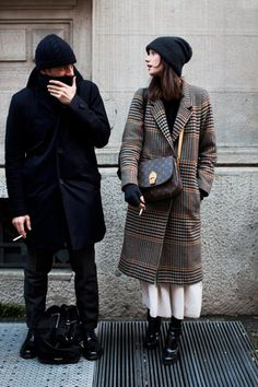 via The Sartorialist What a coat! The Sartorialist, Outfits Inspiration, Outfit Trends, Inspiration Mode, Fashion Mode, Look Fashion, Womens Fashion, Milan Fashion, Street Fashion