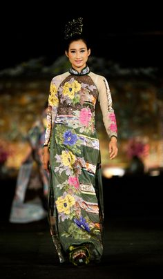 "Minh Hanh. Vietnamese Fashion Designer. Ao Dai ""Oriental Night"". Festival Hue 2012. Photo: Alex Cui"