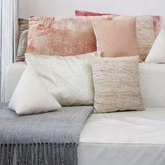 Pyramid pillow in white #interiortrend #contemporaryinterior #furnituredesign #interiordesign #productdesign #interiorphotography #architectureanddesign #midcenturymodern #deko #pillowdesign #inredningsdesign #minimalmood #frenchinterior #inneneinrichtung #danishdesign #lightdesign #scandinavianhome #marble #italiandesign #inredningsdetalj #whitespace #minimaldesign #monochrome #hollywoodregency #greyinterior #livingroominspo #decoracon #textilelove #interiorstyling #zweidesign