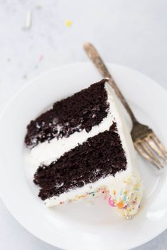 You have a rich, decadent chocolate cake topped with a whipped sweet vanilla buttercream in a classic combination that is the best of both worlds. This chocolate cake with vanilla buttercream is perfect for any celebration. Amazing Chocolate Cake Recipe, Decadent Chocolate Cake, Best Chocolate Cake, Chocolate Cupcakes, Chocolate Icing, Chocolate Pudding, Chocolate Fondue, Frosting Recipes, Cake Recipes