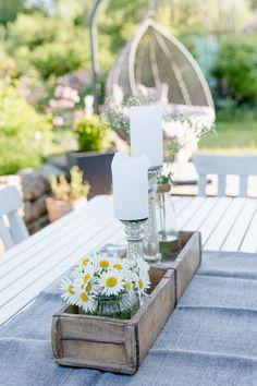 Blumendeko in Holzziegelform Pomponetti Wedding Flower Tips Flowers are symbols of God-s Diy Garden Furniture, Balcony Furniture, Furniture Care, Diy Outdoor Furniture, Diy Crafts To Do, Deco Floral, Garden In The Woods, Pallets Garden, Wooden Garden