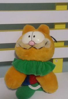 148c69d480a GARFIELD 1990 PULL DOWN PLUSH TOY PLAYS A TUNE NOT SURE WHAT! 28CM LONG!