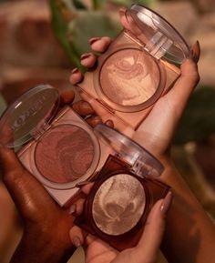 Huda Beauty, Beauty Makeup, Mac Studio Fix Powder, Makeup News, Rose Oil, Contouring And Highlighting, Tan Skin, Light Skin, Flower Oil